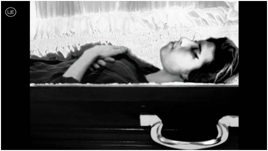 Amy Winehouse dead in casket