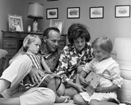 Arnold Palmer with his first wife and 2 daughters
