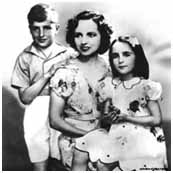 Elizabeth Taylor with mother and brother