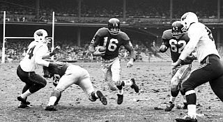 Frank Gifford playing for the Giants