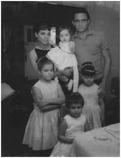 Johnny Cash with wife and their 4 daughters