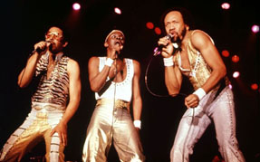 Maurice White performing with Earth, Wind and Fire
