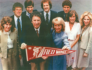Mike Ilitch and wife with their 7 children
