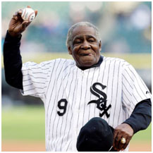 Minnie Minoso throwing out the first pitch at a whitesox game
